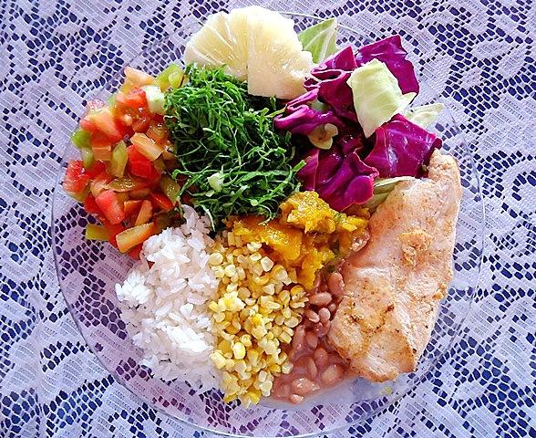 Prato saudável - filé de frango - milho refogado - Comer é uma Arte