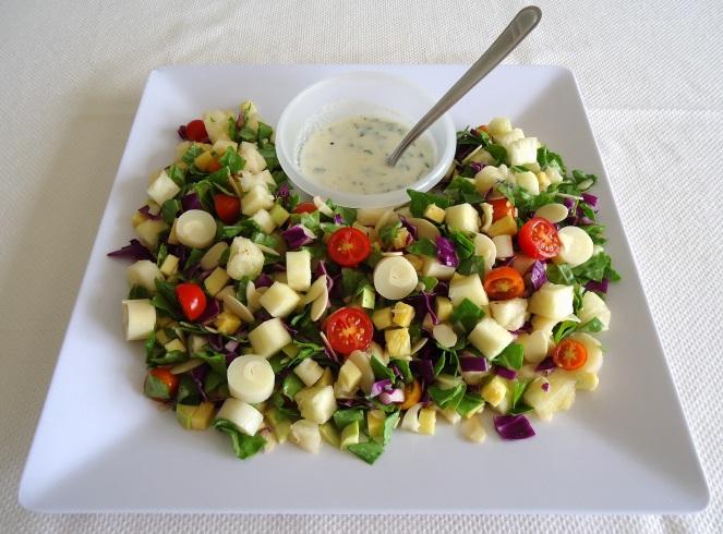 Salada refrescante com abacaxi