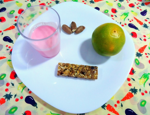 lanche36 - iogurte - laranja - barra de cereais