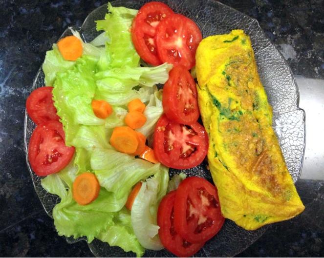 Omelete - com salada simples.bmp