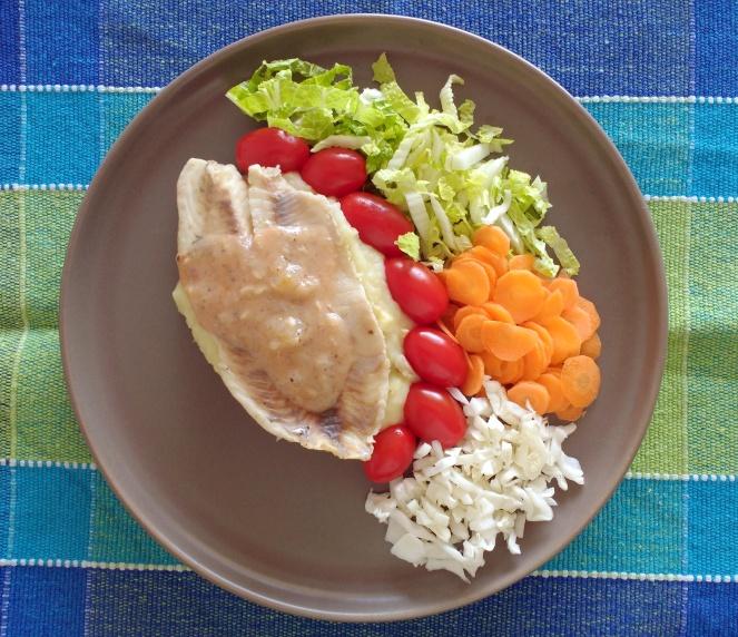 Prato com filé de tilápia e purê de batata