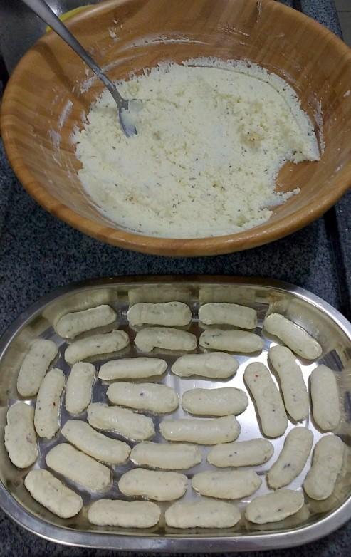Biscoitinho de queijo com alecrim e pimenta